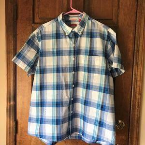 Izod Short Sleeve Button Down Shirt XL/Slim Fit